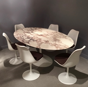 Eero Saarinen Knoll Table And Chairs Furniture Stock Thomas